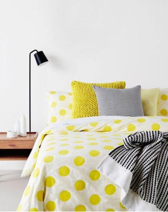Яркий интерьер спальни