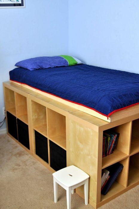 Кровать с отделениями для хранения вещей