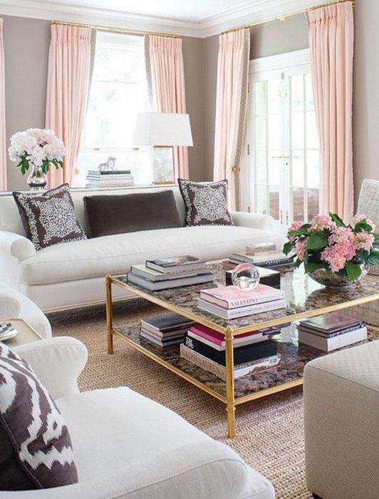 Интерьер гостиной бежевый с розовым