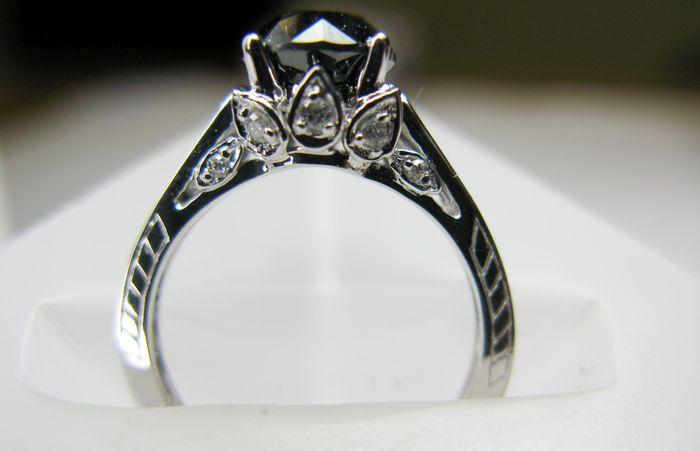 Обручальные кольца с чёрными бриллиантами: 5 альтернатив традиционным свадебным украшениям
