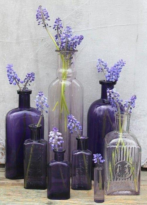 Идея №4: стеклянные бутылки разной формы и размера