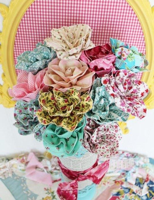 Идея №15: цветы из лоскутков ткани