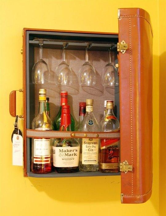 Подвесной мини-бар из чемодана