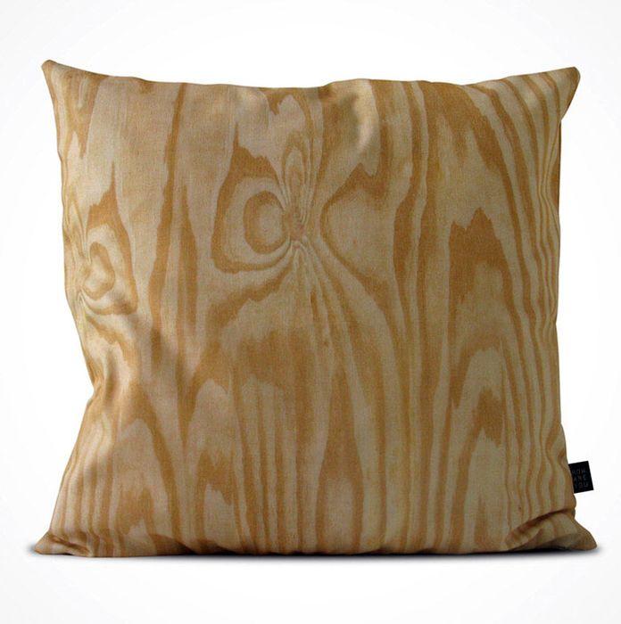 Декоративная подушка с необычным рисунком