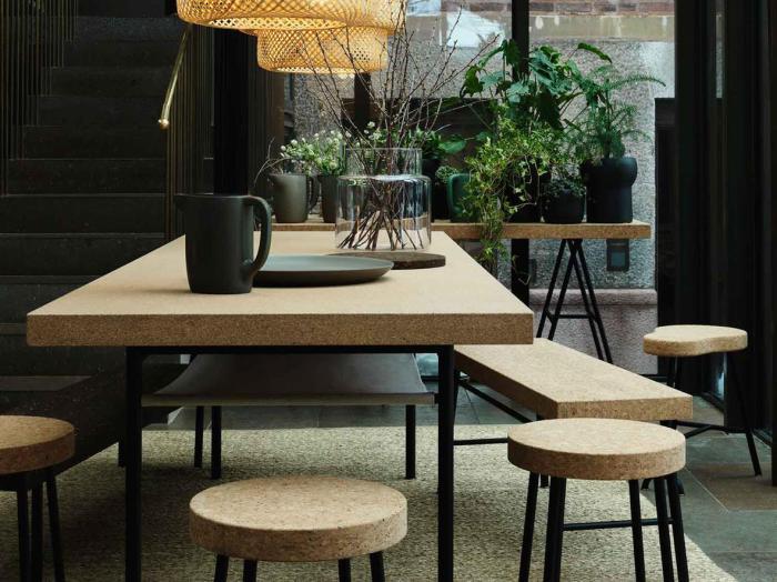 Пробковая мебель в столовой