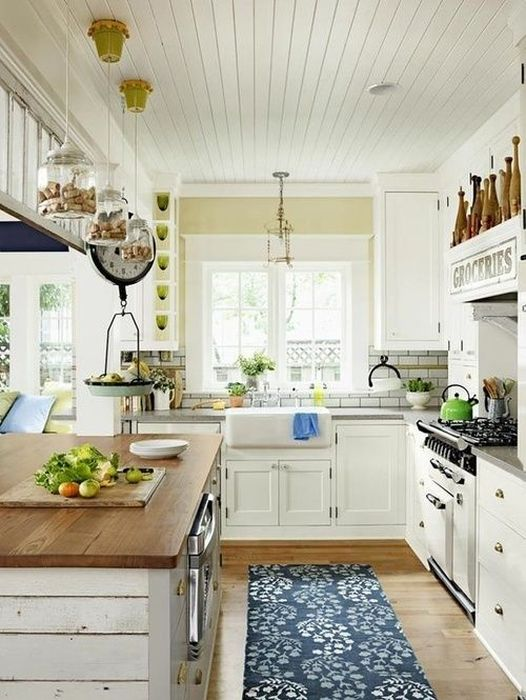 Трудно для себя, в конце концов, представить как бы деревенскую кухню без зелёного декора