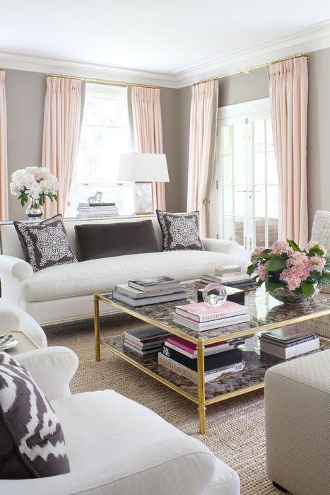 Розовые шторы в гостиной