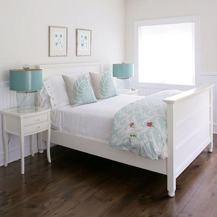 Голубые элементы в спальне