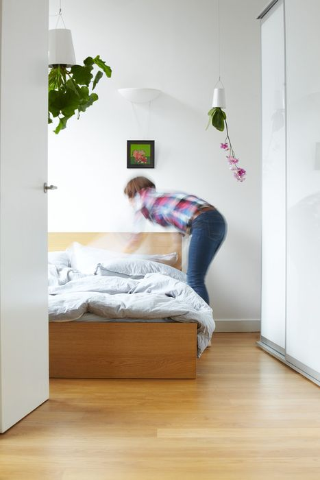 Перевёрнутые цветы в интерьере спальни