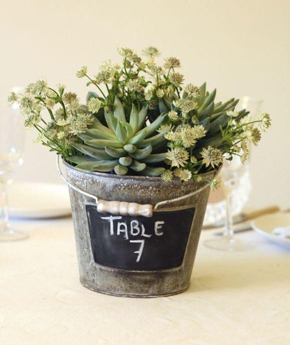 В ведёрко можно посадить небольшой цветок