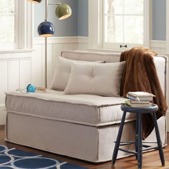 Маленький диван лаконичного дизайна