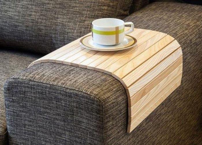 Мобильная подставка для дивана