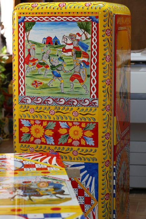 Холодильник с ручной росписью