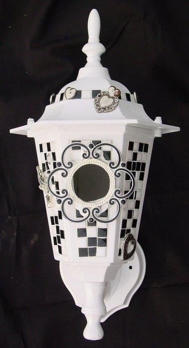 Домик для птиц в фонаре