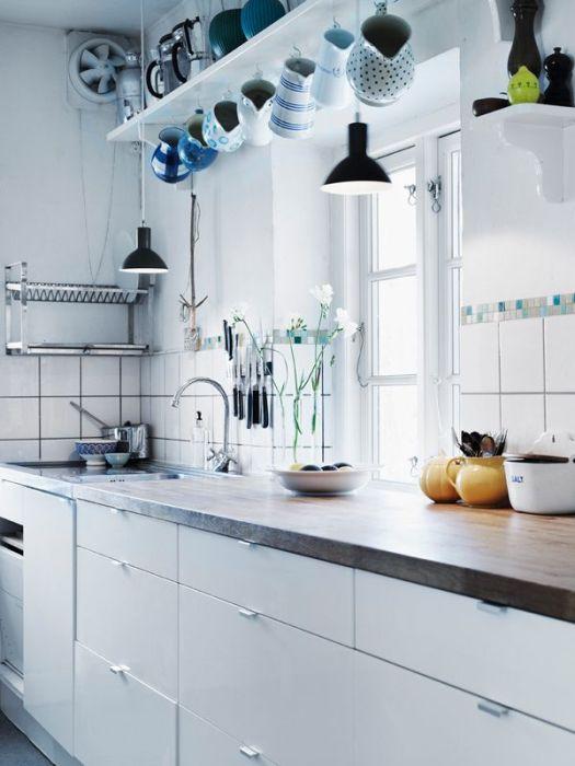 Стильная светлая кухня