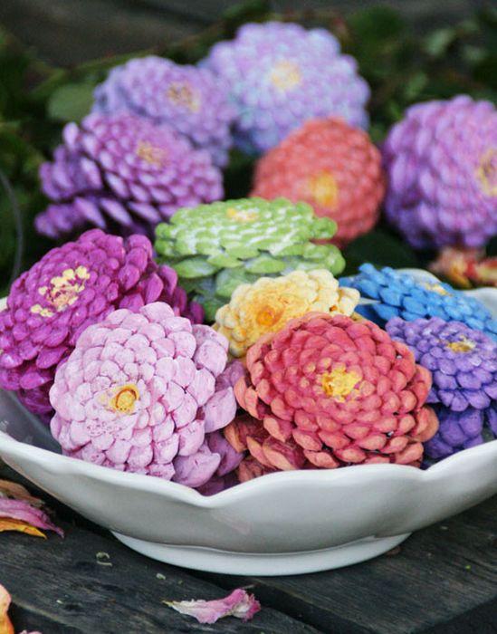 Цветные сосновые шишки, как элемент декора