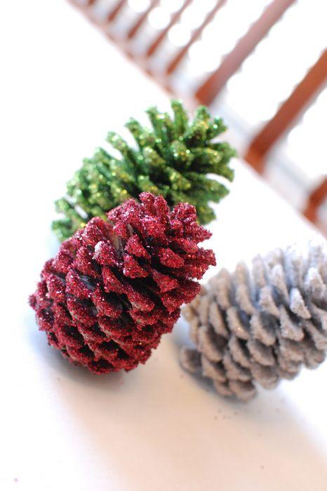 Декоративные ёлочки из шишек