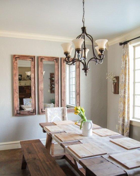 Фальш-окно из зеркал в массивных деревянных рамах