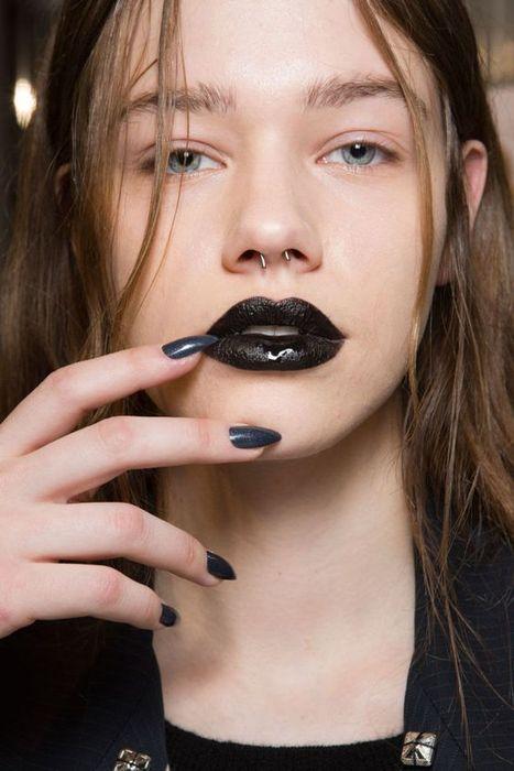 Тёмные губы