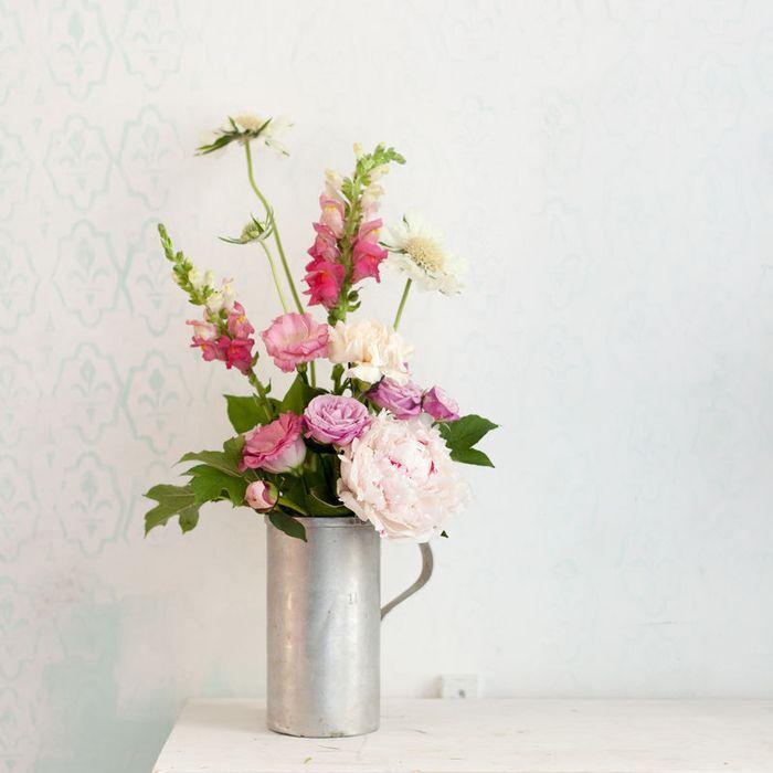 Простая ваза и стильный букет