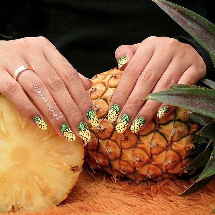 Маникюр в виде ананасов