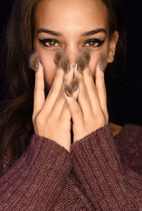 Меховой тренд на ногтях