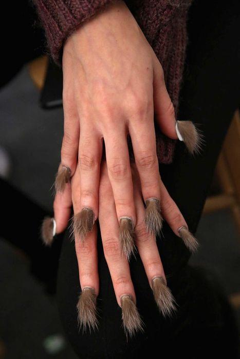 Мех на ногтях