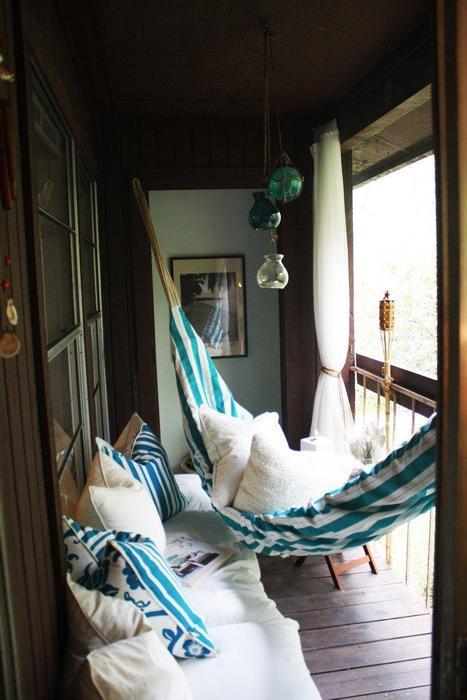 13. Гамак на балконе