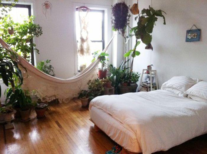 5. Гамак в спальне