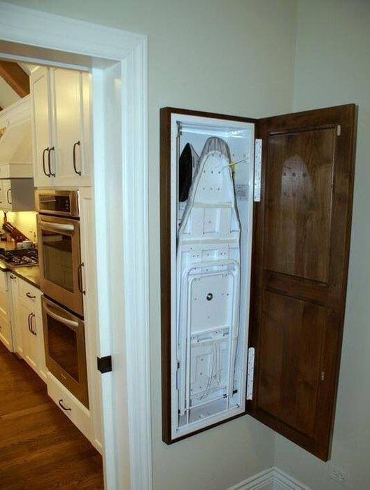 Деревянный шкафчик для гладильной доски
