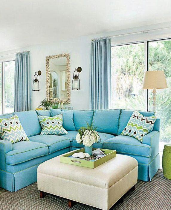 Предмет голубого цвета отвлекает внимание от изъянов пространства