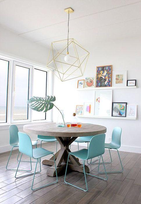 Голубой в интерьере столовой