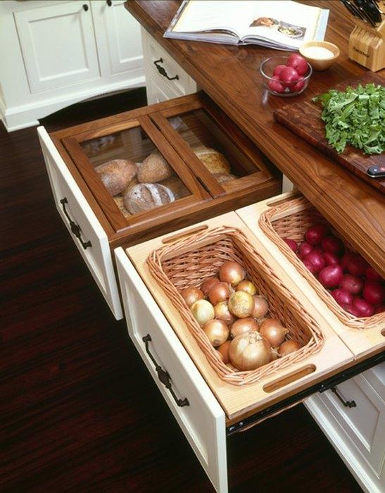 Вариант хранения овощей, если в квартире нет кладовой