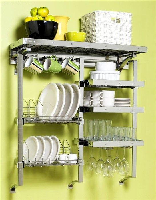 Пример хранения посуды на маленькой кухне