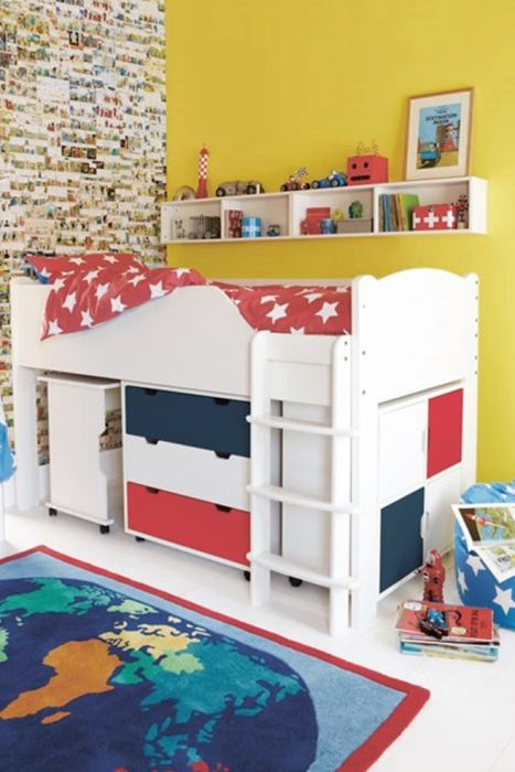 11. Кровать-чердак - удачное решение для маленькой детской