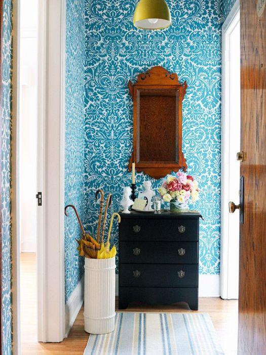 Синий цвет идеален для маленьких пространств, он визуально отодвигает стены