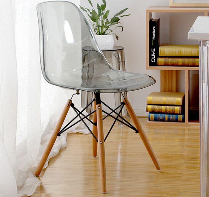 Прозрачная мебель отлично дополнит маленький интерьер