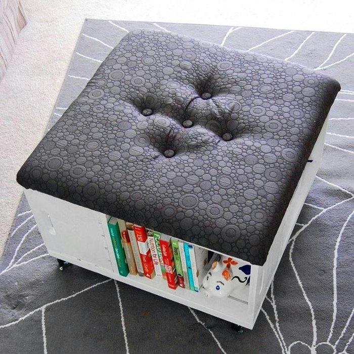 Идея №8. Пуфик-столик, где удобно хранить книги