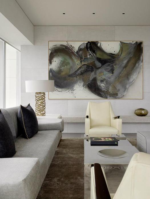 Горизонтальное полотно способно визуально расширить комнату