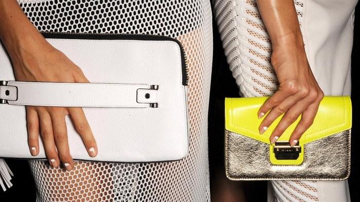 4fa20f78043d Модные советы: как создать эпатажный и креативный образ с помощью клатча