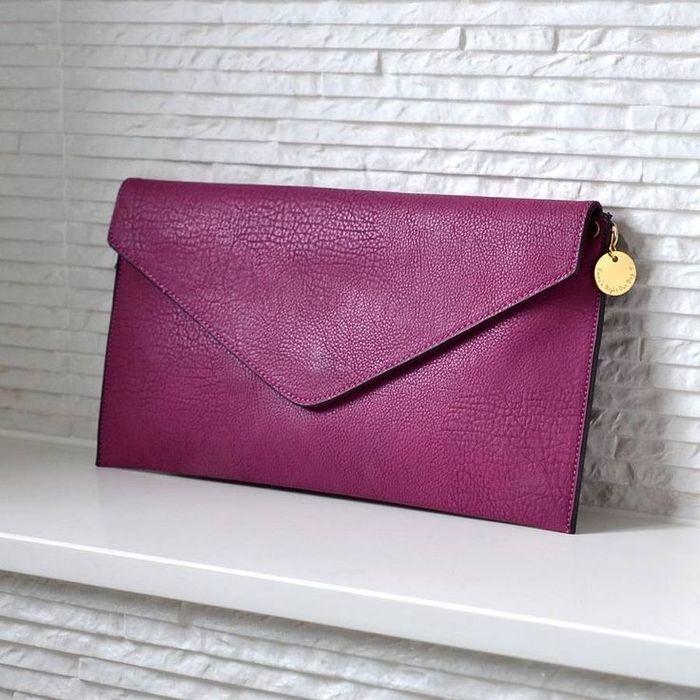 Клатч-конверт очень актуален в этом модном сезоне