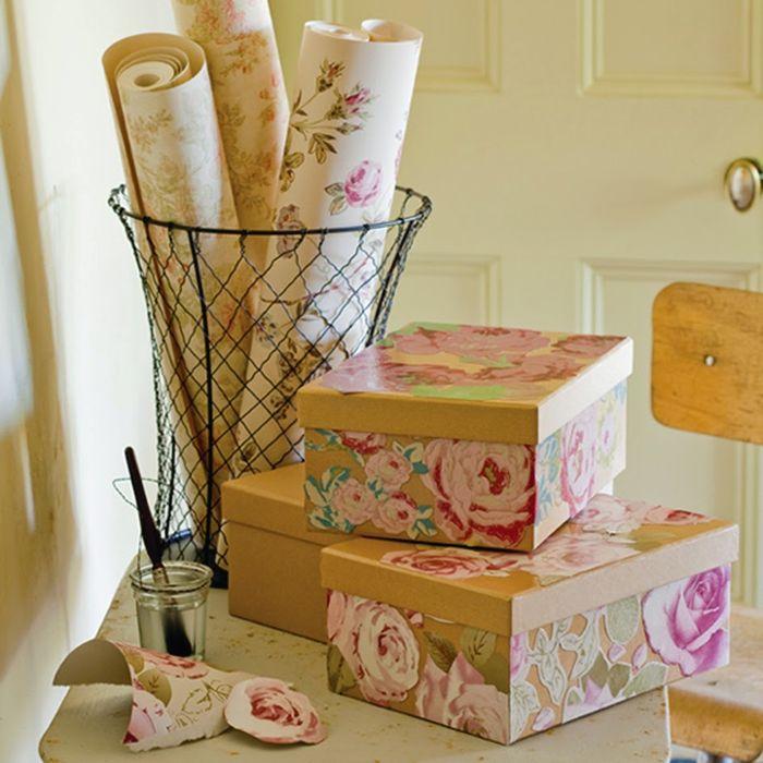 Декорировать коробки можно остатками обоев