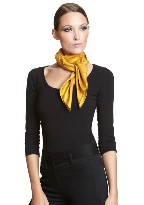 На длинной шее актуально носить декоративный шарф