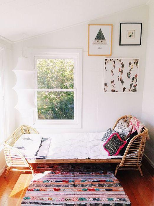Плетёная кровать в интерьере