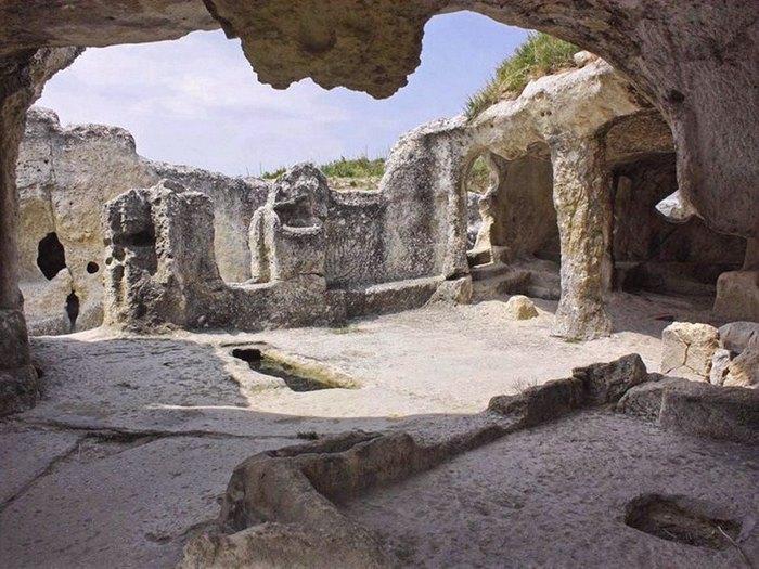 Некоторые пещеры использовались, как сакральные помещения