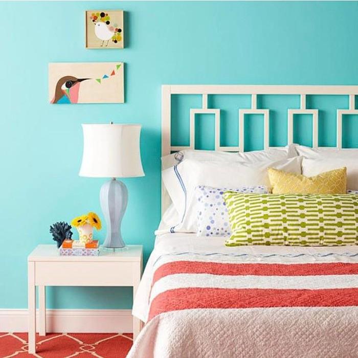 Голубой цвет в интерьере маленькой спальни