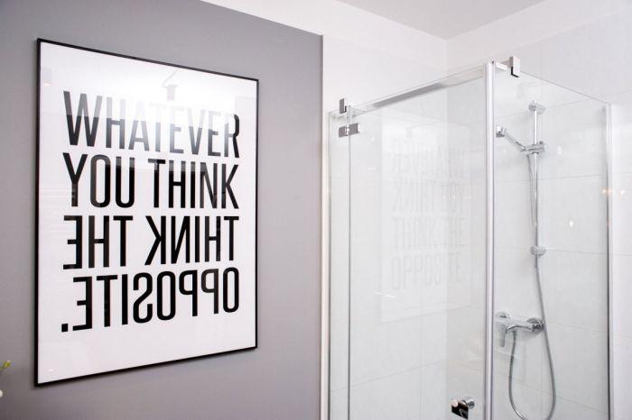 Фразу с постера можно прочесть только взглянув в зеркало