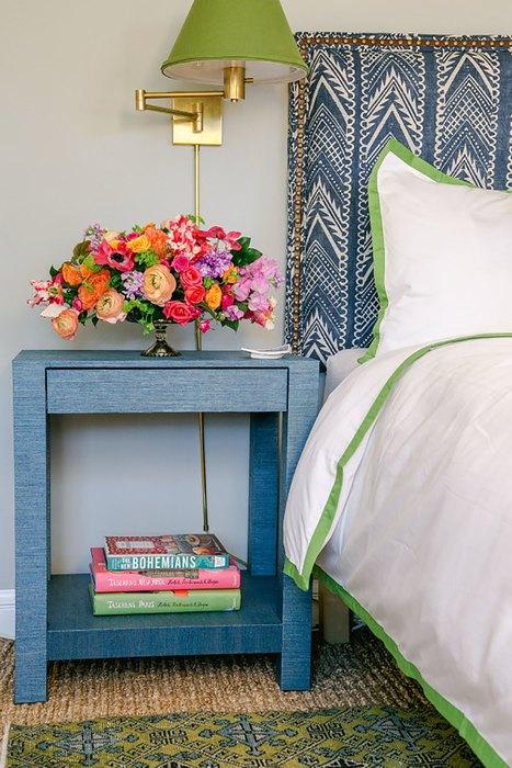 Цветы в интерьере спальни