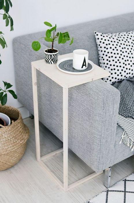 Журнальный столик для маленькой гостиной