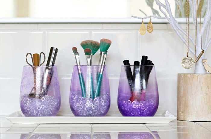 Способ №3. Удобно хранить кисточки в стеклянных стаканах или банках